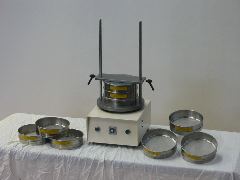 Electrical sieving machine for laboratory applications